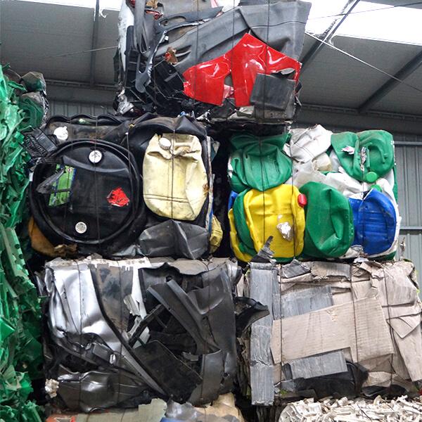 Valorización especializada en la recuperación de residuos plásticos.